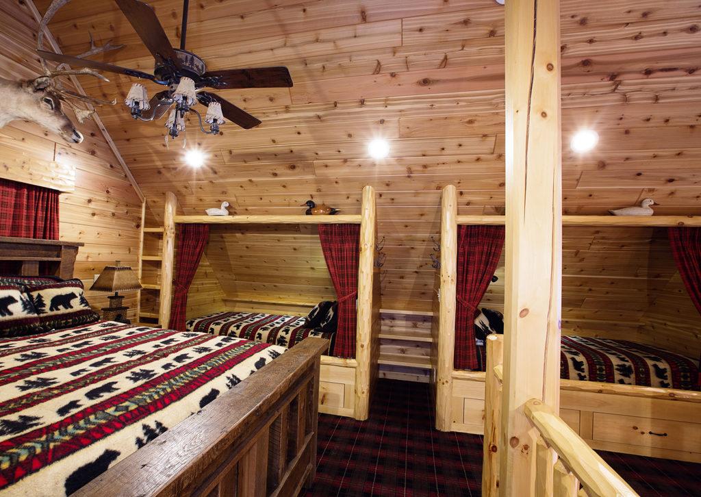 Beaver Mountain Log Homes Owls Club Bedroom