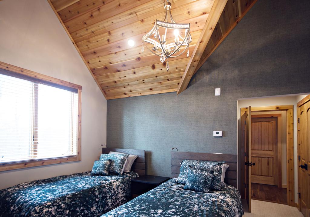 Beaver Mountain Log Homes Cedar Crest Cabin Bedroom