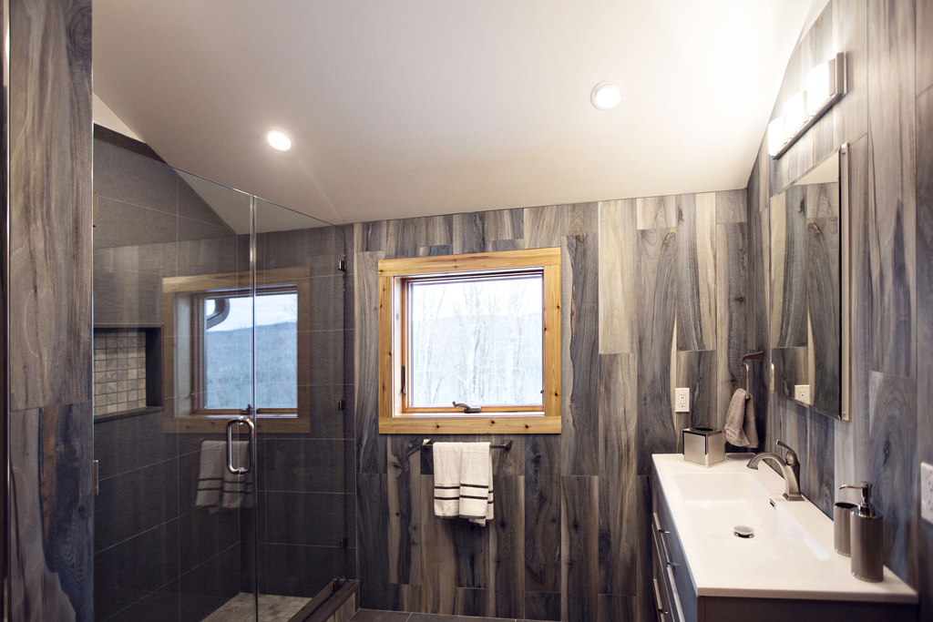 Beaver Mountain Log Homes Cedar Crest Cabin Master Bathroom