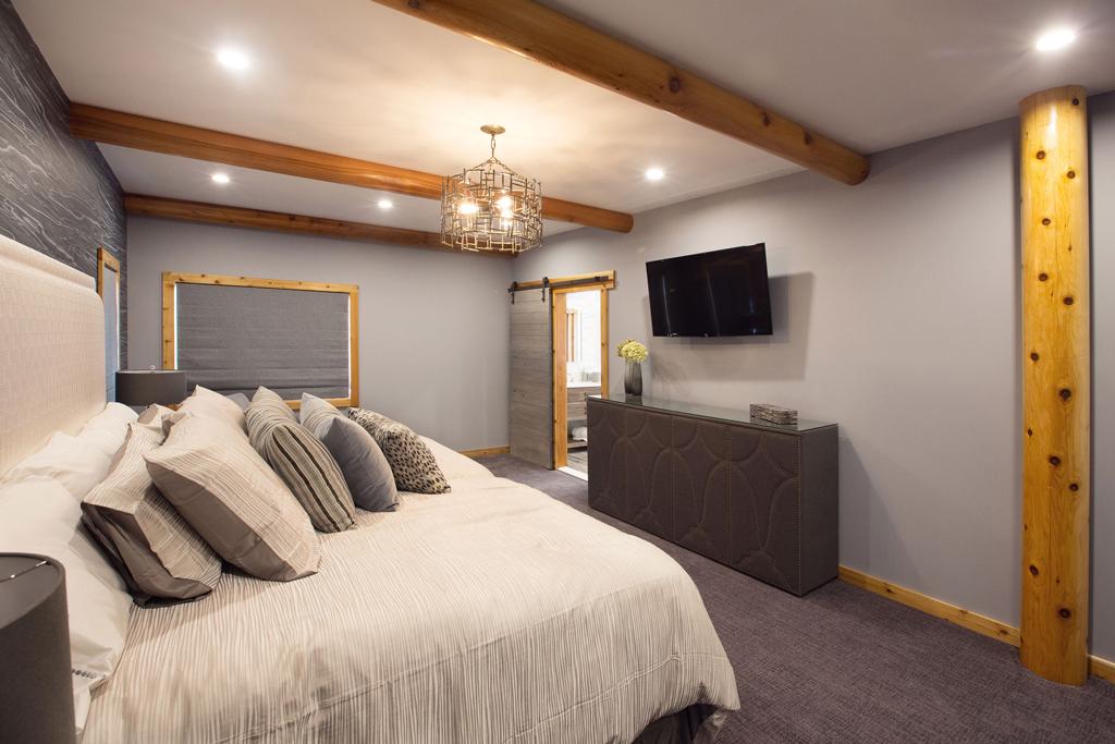 Beaver Mountain Log Homes Cedar Crest Cabin Master Bedroom