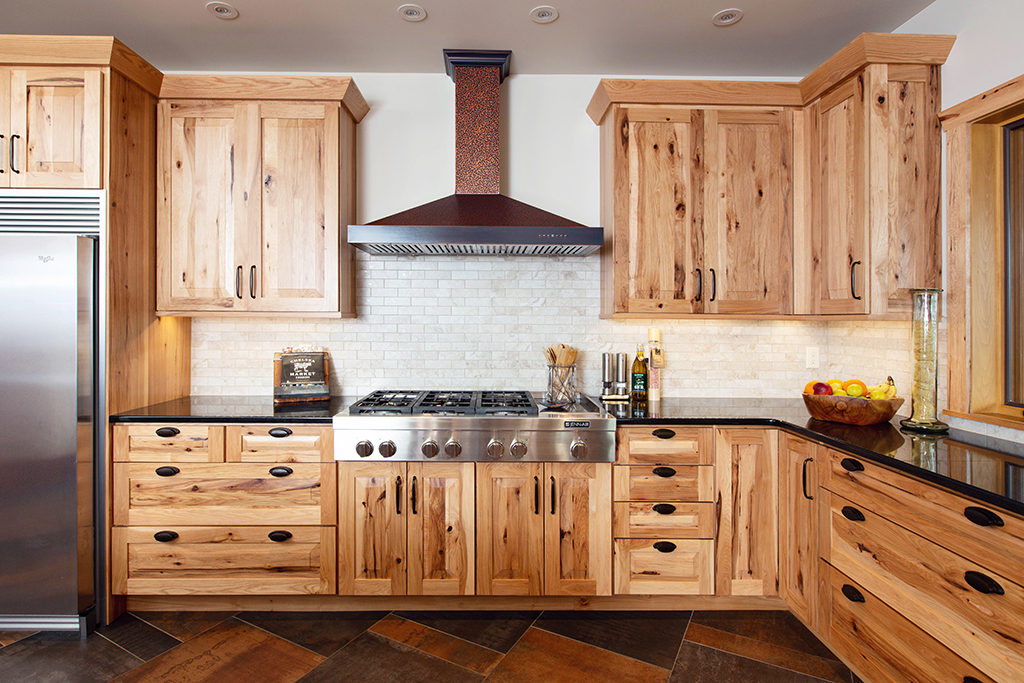 Beaver Mountain Log Homes Kuyahoora Lodge Cedar Hybrid Home Knotty Wood Cabinets